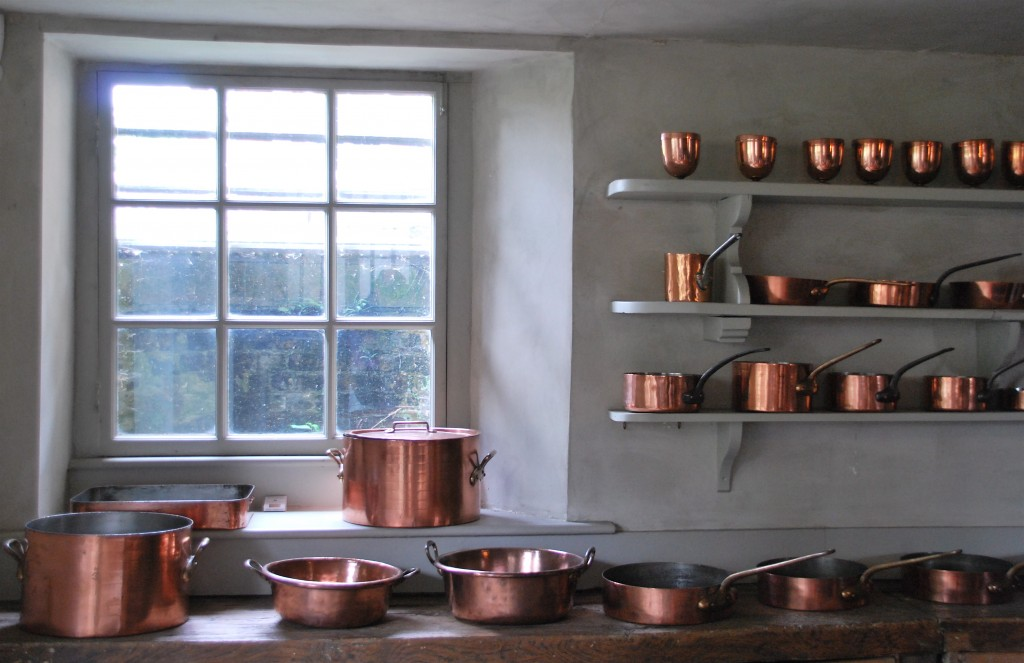 Th September Amanda Baring Design - Grey copper kitchen